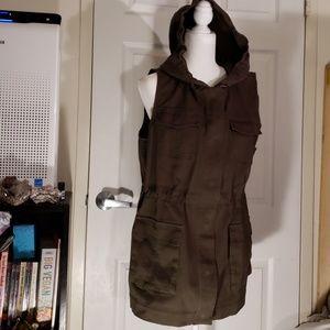 Matty M green khaki cargo vest for photography XL